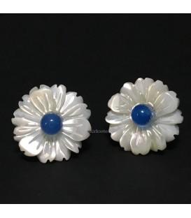 Flor de Nácar con estambre de Ágata azul en pendientes de plata de ley