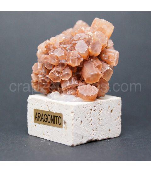 Aragonito cristal sobre peana de Travertino