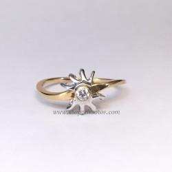 Diamante en estrella anillo ondulado de oro blanco y amarillo