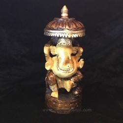 Ganesha bajo palio tallada a mano en madera de la India