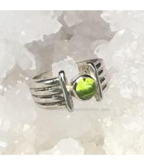 Olivina o Peridoto en anillo de plata de ley