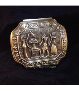 Caja egipcia de metal