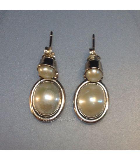 Pendientes de perlas y plata de ley.