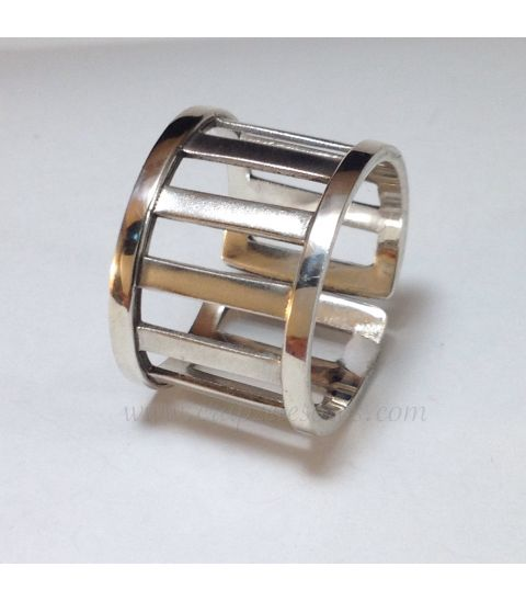 Escalera montada en anillo de plata de ley