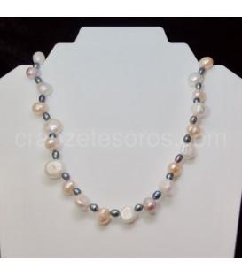 Perlas cultivadas naturales blancas, beige y negras en collar