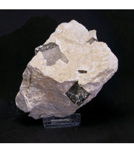 Pirita cubo en matriz de Navajun - España