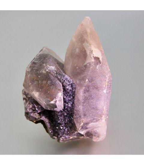 Calcita cristal en paragénesis con Amatista de Brasil