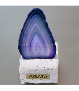 Ágata llama lila sobre peana de travertino