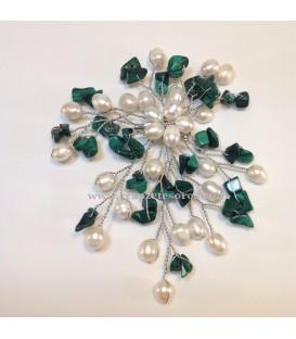 Broche o aguja de metal con Malaquita y perlas naturales