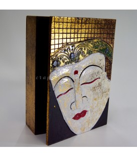 Buda tallado sobre caja de madera policromada de la India