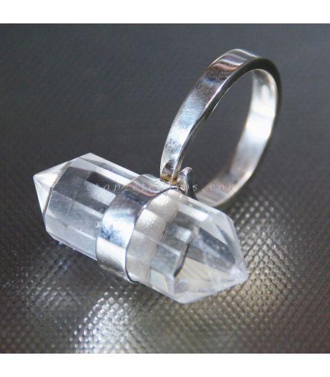 Cuarzo Down biterminado en anillo de plata de ley.