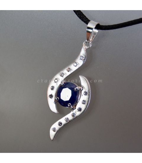 Zafiro de Pakistán con circonitas en colgante exclusivo de plata de key