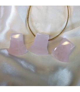 Cuarzo rosa en colgante hacha con agujero