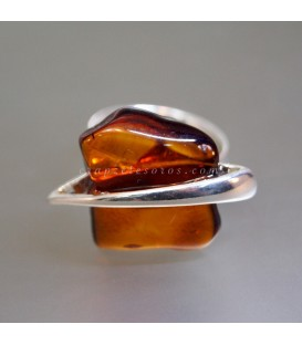 Ámbar del Báltico en anillo de plata de ley