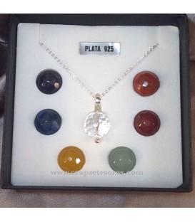 Colgante y cadena de plata de ley con esferas de chakras