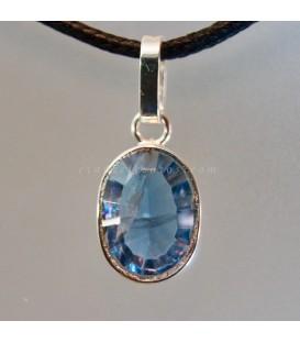 Fluorita azul gema con falla en colgante de plata de ley