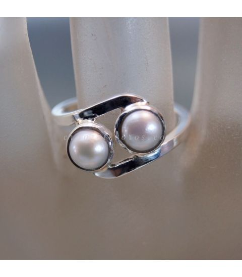 Perlas naturales en anillo de plata de ley
