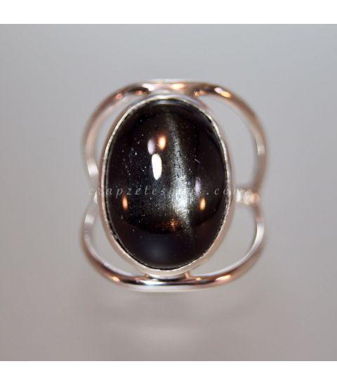 Black Star o estrella negra en anillo de plata de ley