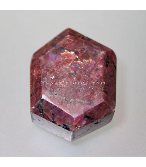 Rubí gema con exágonos naturales de talla exgonal