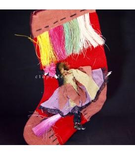 Brujita con escoba en calcetín para colgar