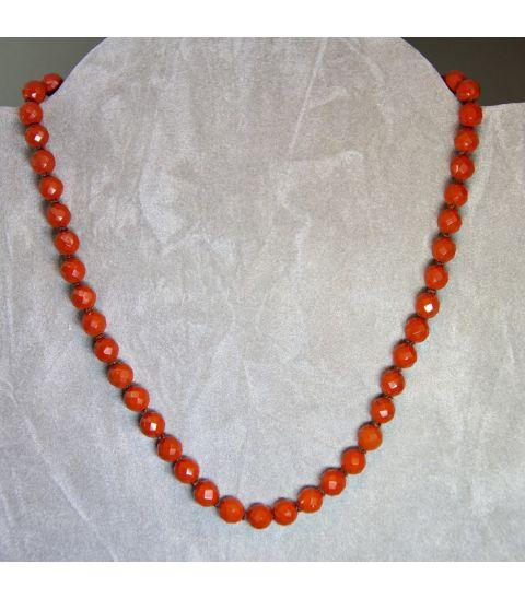 Jaspe rojo talla esferas facetadas en collar con cierres de plata de ley