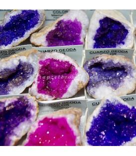 Cuarzo geoda coloreada en cajita de coleccion