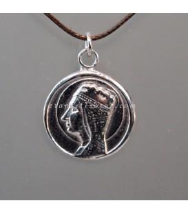 Medalla de la virgen de Montserrat en plata de ley