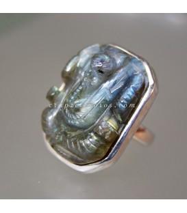 Ganesha tallada en Labradorita y en anillo de plata de ley