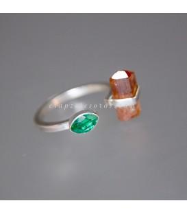 Brillante Esmeralda y Topacio Imperial en anillo exclusivo de plata de ley