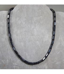 Magnetitas facetadas y montadas en collar con cierre magnético