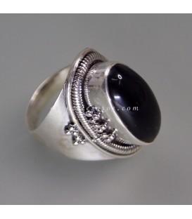 Ónix cabujón en anillo de plata de ley