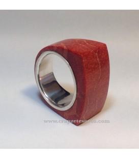 Coral manzana en anillo de plata de ley