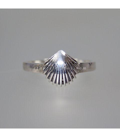 Concha peregrino en anillo realizado en plata de ley