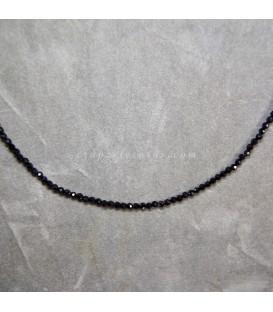 Turmalinas negras o chorlos en collar con cierres plateados.