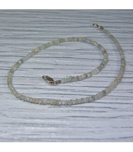 Apatitos blancos y azules, talla discos facetados en collar con cierres de plata