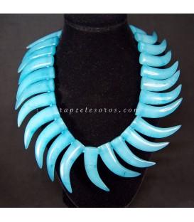 Ágatas azules talla cuernos abundancia en collar con cierres de plata de ley