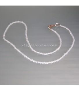 Cuarzo talla esferitas facetadas en fino collar con cierres de plata de ley.