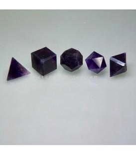 Amatistas talladas como Sólidos platónicos, símbolos de la creación