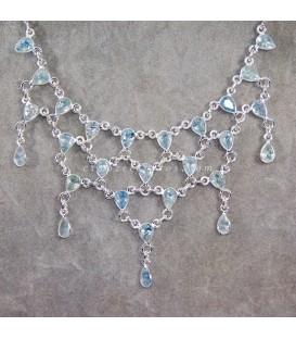 27 Aguamarinas en collar de trama piramidal de plata