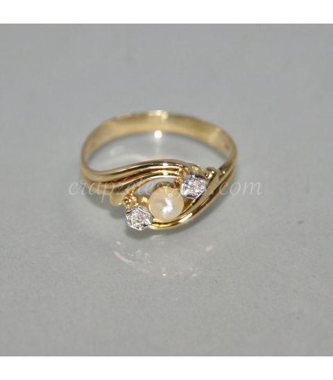 Brillantes y perla sobre anillo de oro de ley