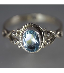 Brillante Topacio azul en anillo de plata de ley