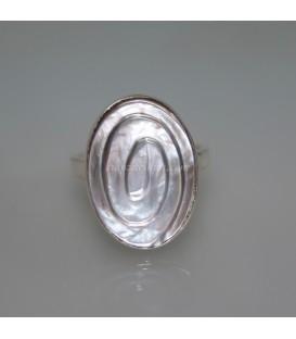 Nácar oval espiral natural en anillo de plata de ley
