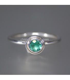 Esmeralda de Brasil en anillo de plata de ley