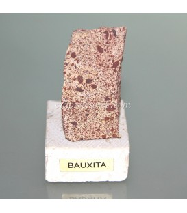 Bauxita masiva natural de Barcelona en peana de travertino