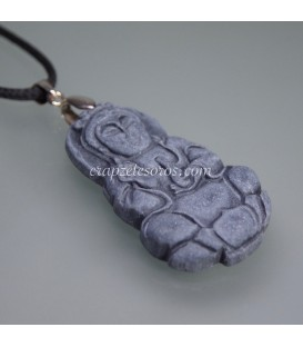 Kuan Yin tallada en Pizarra , montada en colgante de plata de ley