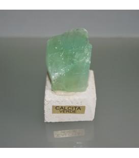 Calcita verde de Méjico sobre peana de travertino