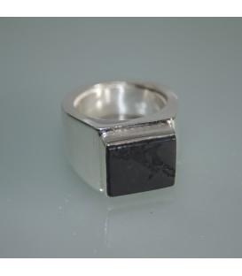 Shungita en anillo de plata de ley tipo sello