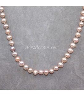 Perla salmón cultivada 6 mm en collar con cierres de plata de ley