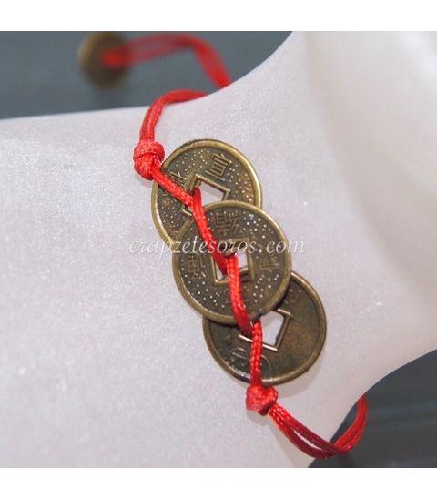 Conjunto talismán de tres monedas chinas de la suerte.