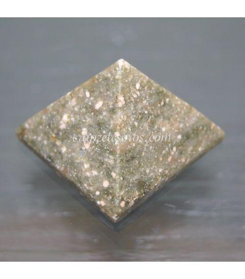 Pirámide de Riolita